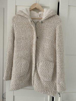 Warme Jacke aus der Kinderabteilung