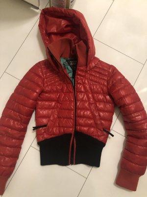 Warme Jacke rot schwarz neu in s