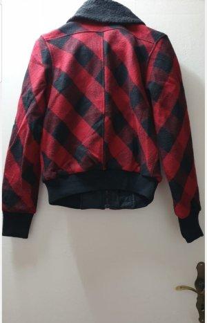 warme Jacke schwarz rot kariert (versch. Größen)