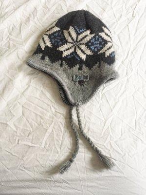 Warme Mütze mit skandinavischem Muster