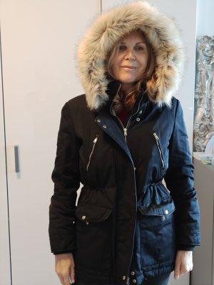 warme schwarze  Winterjacke mit Kapuze  Zara