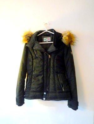 *Warme Winterjacke* FIORE, tailliert, in schwarz, Fellbesatz an Kapuze