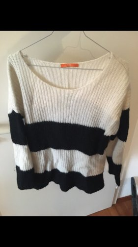 Hugo Boss Coarse Knitted Sweater black-natural white