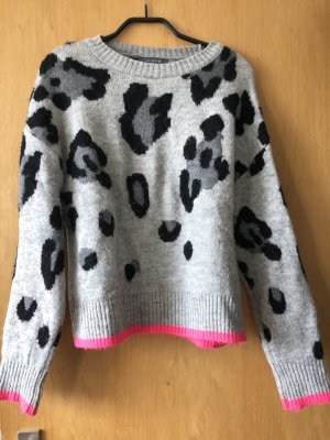 Warmer Pullover mit Leoprint/ Printed/ Animalprint