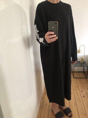 Weekday Kleid Maxikleid Sweatkleid Oversize schwarz weiß Cut-Out Print Logo
