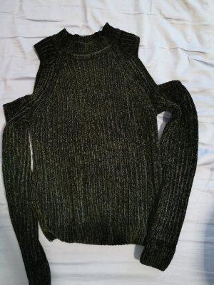 weicher Maschen pullover mit cut outs.