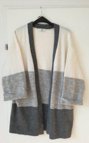 Weicher Oversize Cardigan / Strickjacke / Grau Colorblocking