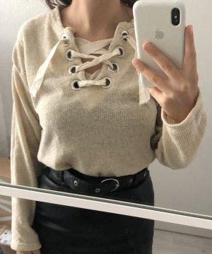 Weicher Pullover mit Schnüre vorne
