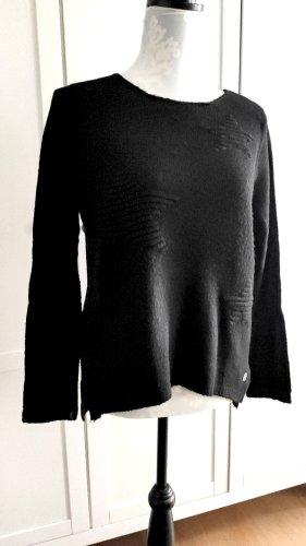 Weicher schwarzer Pullover mit Sternchen