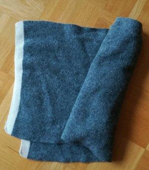 Bufanda de punto gris claro-blanco puro