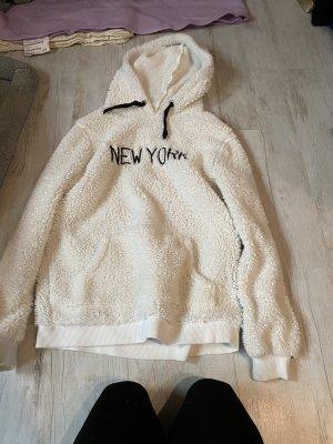 Weicher weißer Pullover