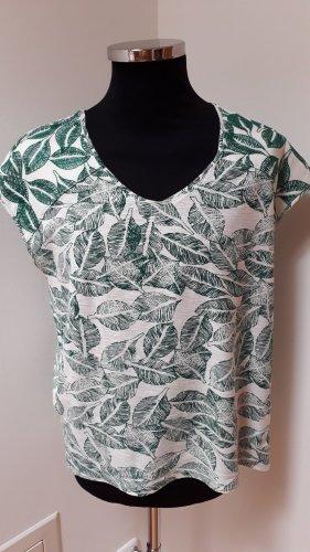 Weiches und weiter geschnittenes T-Shirt