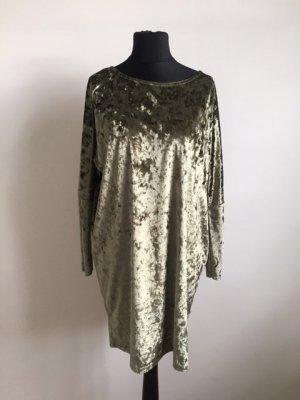 Weichfließendes schimmernd-glänzendes grünes  Kleid von Blaumax.