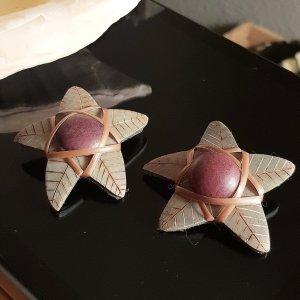 Boucle d'oreille incrustée de pierres brun-gris vert