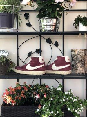 Weinrote Blazer von Nike