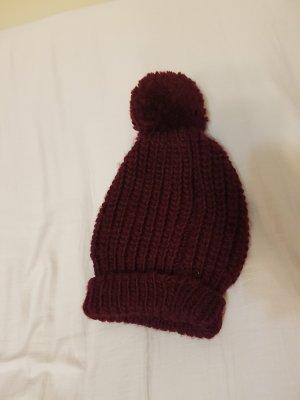 Bonnet en crochet violet-bordeau