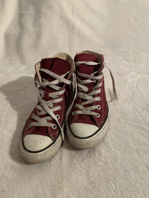 Weinrote converse