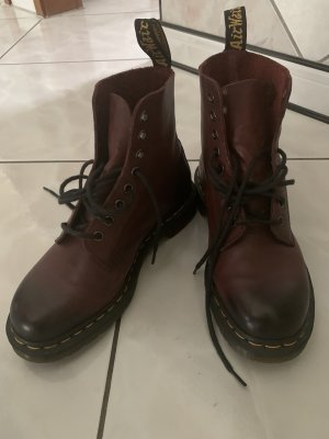 Weinrote Dr. Martens
