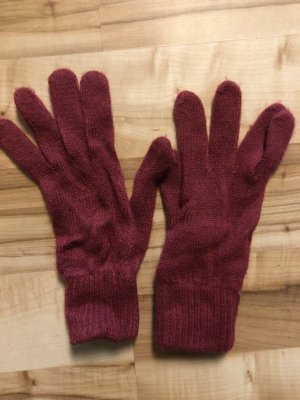 Guantes con dedos rojo oscuro