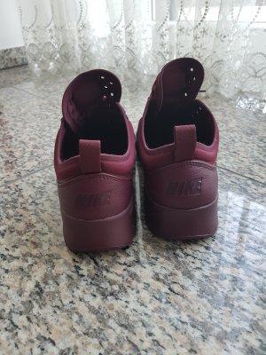 Weinrote Nike Sneaker Original