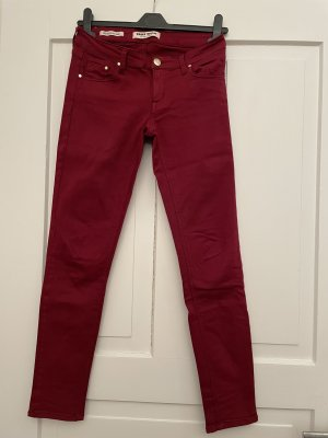 weinrote Skinny Jeans