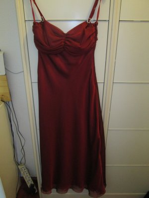 weinrotes, festliches Kleid