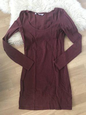 Weinrotes Kleid