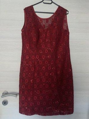 Weinrotes Kleid mit Spitze