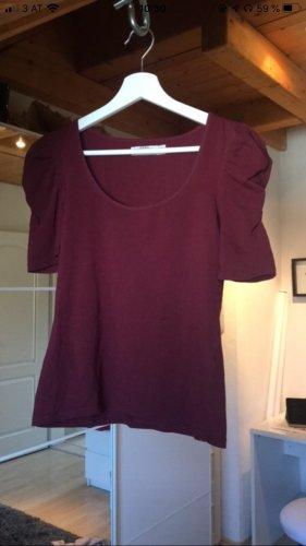 Weinrotes T-Shirt mit Puffärmeln von Zara