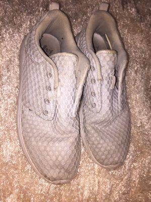 Weise hellgraue  Schuhe