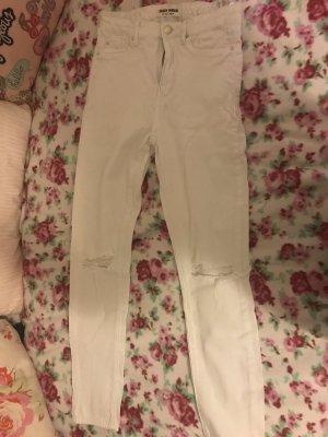 Weise Hose mit Löschern und hoch geschnitten