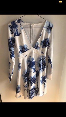 Weiß blaues Kleid