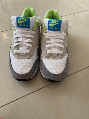 Weiß graue Nike Air Max Sneaker