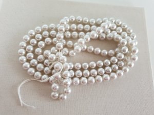 Boutique Ware Pearl Necklace white