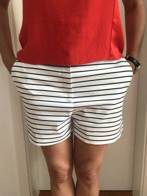 Weiß schwarz gestreifte Shorts