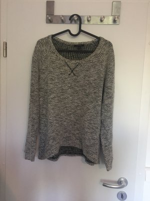 Weiß-Schwarzer Pullover
