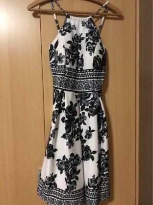 Weiß-Schwarzes Kleid