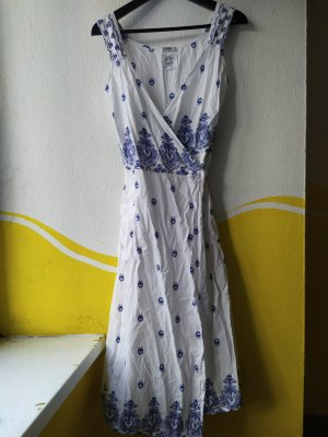 Weissblaues Sommerkleid