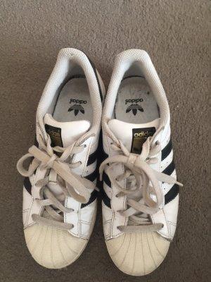 Weiße Adidas Superstar