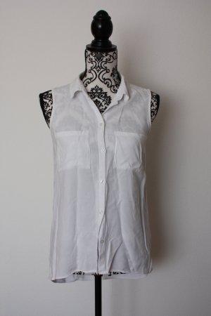 weiße ärmellose Bluse
