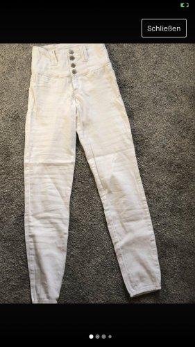 weiße anliegende Hose