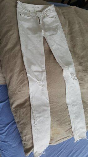 Weiße ausgefranste Röhrenjeans Zara