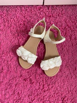 Weiße Blumen Sandalen