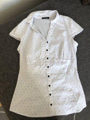 Weiße Bluse mit Ankern