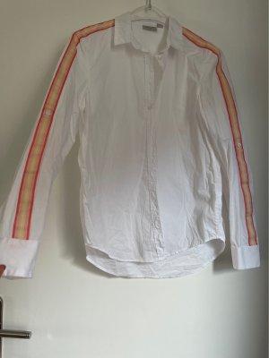 Weiße Bluse mit Applikationen