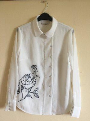 Weiße Bluse mit Blumenstickerei
