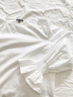 Weiße Bluse mit geradem Ausschnitt und Puffärmeln mit Volants von Massimo Dutti