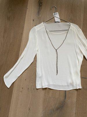 Weiße Bluse mit integrierter Kette