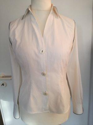 Weiße Bluse mit interessanten Details