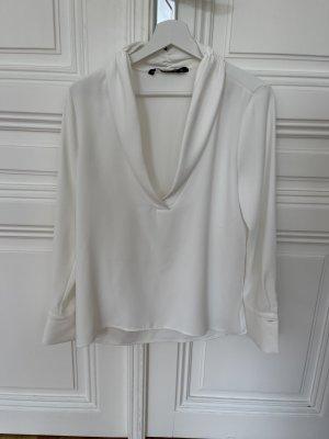 weiße Bluse mit Knöpfen und oversized look